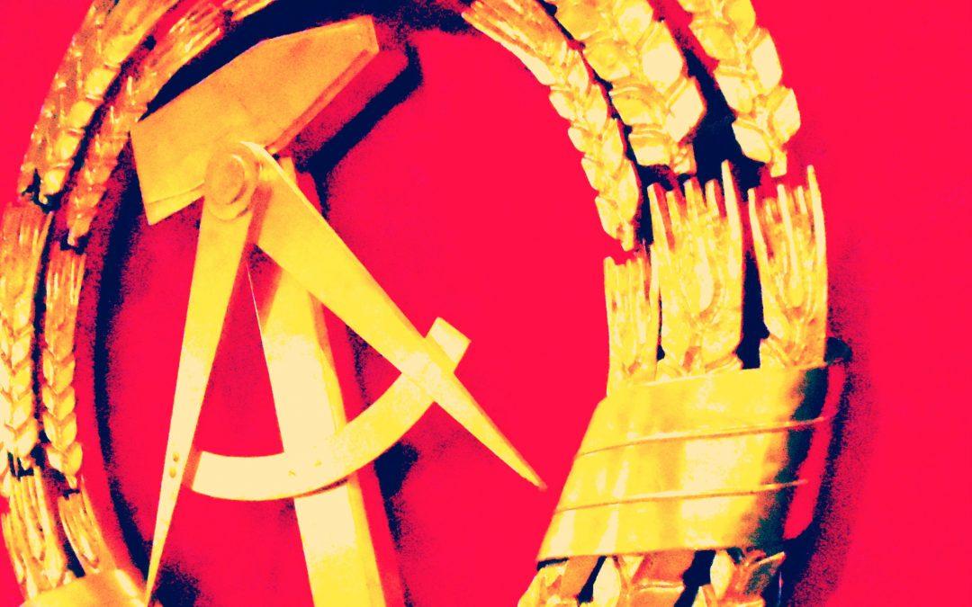 Sozialistische Jugend entfernt Sticker auf Staatskosten