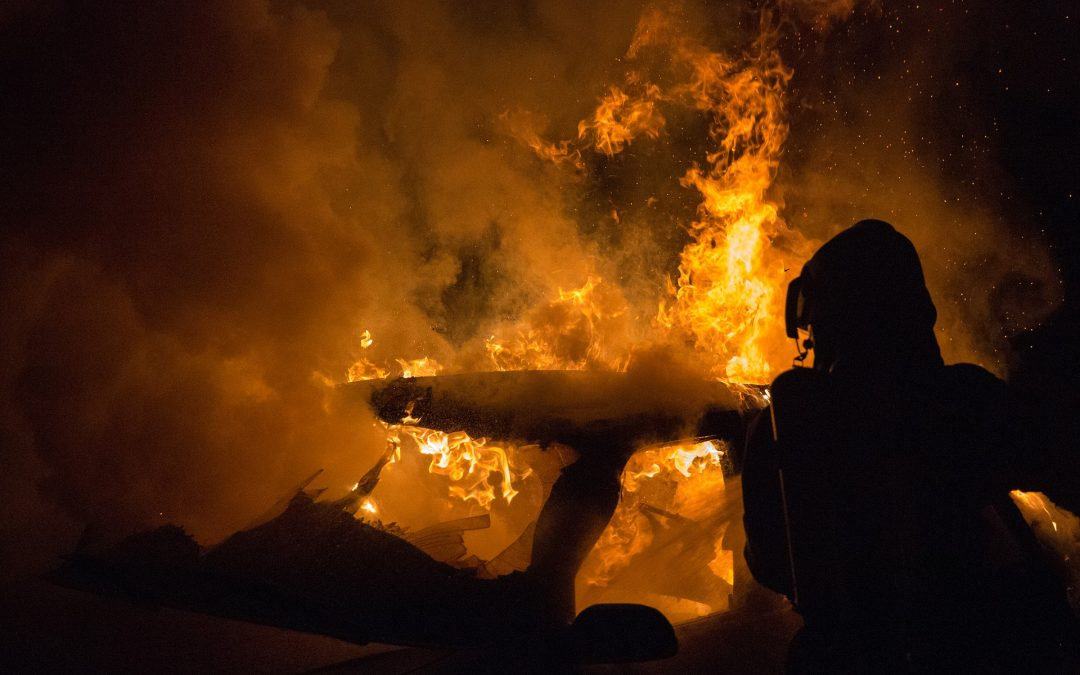 Bundeswehrjeeps niedergebrannt